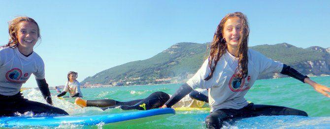 Adolescentes en las actividades de playa