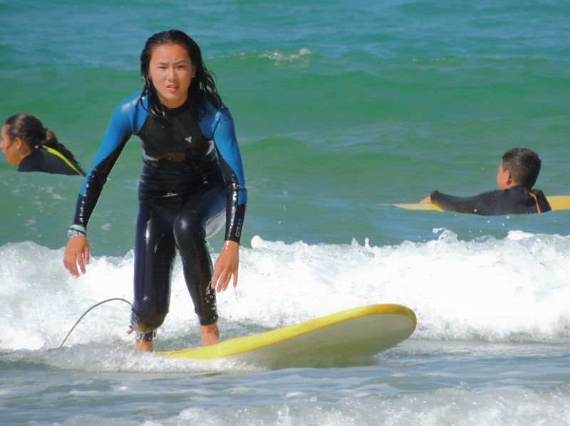 Puedes hacer surf durante tu estancia